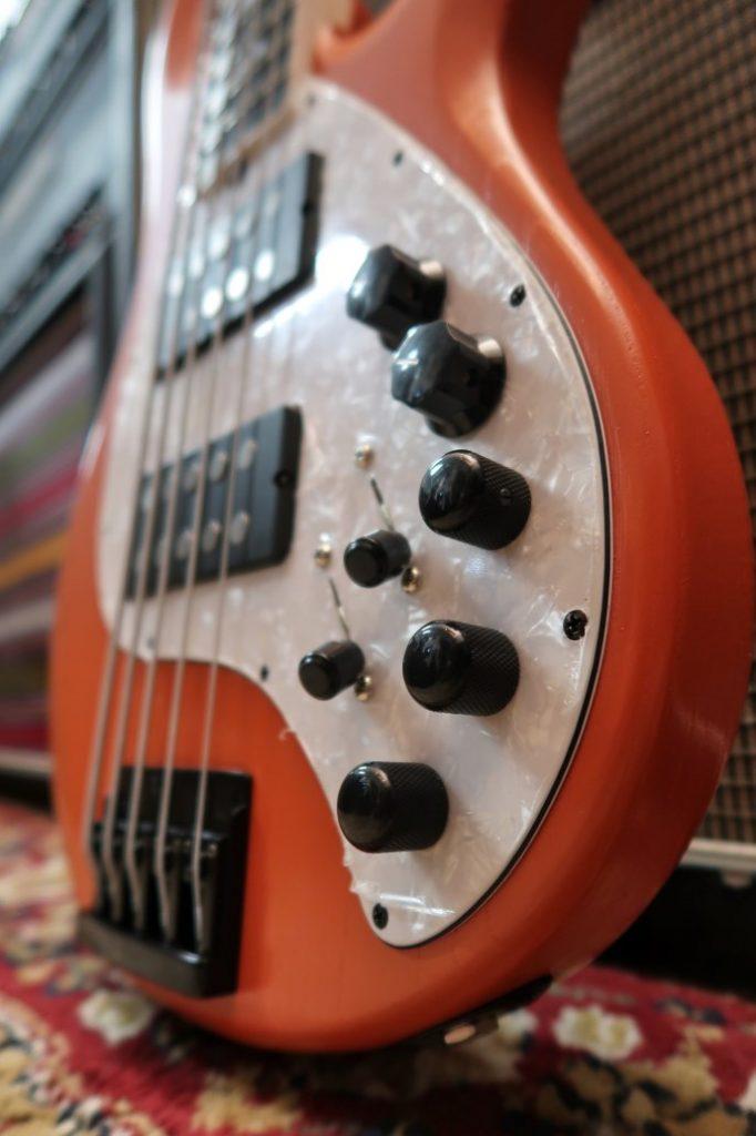 Elettronica stingray Voodoo guitars